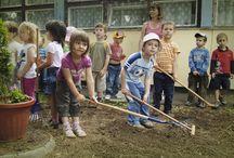 Ovikert program 2012 / Az Ovikert Program első éve képekben.  A program óvodáknak nyújt magánfinanszírozású támogatást, mely keretében a gyerkek kertészkedés közben tanulják meg az egészséges életmód alapjait.