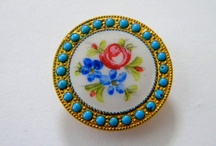Vintage Buttons & Brooches