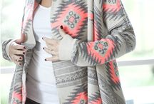 Poncho, gilet, cape ethniques / Ponchos motifs géométriques, capes ethniques, gilets amples ! des pièces parfaites pour parfaire son look bohème