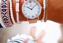 relógio e pulseiras