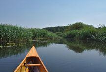 Recknitz / Die Recknitz bietet viele beeindruckende Möglichkeiten, die üppige Natur beim Wasserwandern zu genießen. Sie ist ein sehr einsamer Fluss, der in einem weiten Tal seine Mäander schwingt. Orte gibt es dagegen nur sehr wenige an der Recknitz.