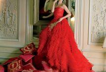 Dresses / by Saskia LC