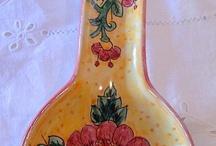 Poggiamestolo in ceramica.Dipinto a mano.Floris