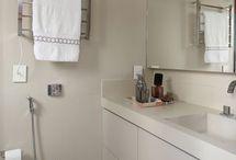 Banheiro Simples / Saiba aqui como decorar banheiro simples e diversas de dicas para banheiros simples e pequenos. Veja muitas  ideias para banheiros simples e decoração de banheiros simples. Aproveite! #banheirosimples #banheiropequeno #ideiasparabanheirosimples #decoracaosimplesdebanheiro