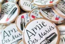 Mes Badges - L'Effet Prestige / Ils sont 100% personnalisables  Un petit badge qui permettra de marquer le coup !   Pour votre mariage, anniversaire, baptême, communion, EVJF, EVJG, soirée entreprise....