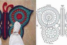 Gehäkelte und gestrickte Teppiche