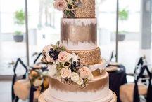 Top tier: wedding desserts!