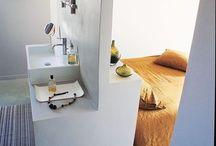 Salle de bain dans une chambre