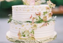 Cakes for Garden Weddings / Often, less is more. Here are some beautiful, yet simple cakes that still make a stunning impression on every country or garden wedding.
