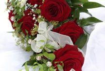 Gestecke mit roten rosen