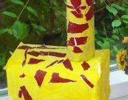 Giraffe craft idea / This page has a lot of free Giraffe craft idea for kids,parents and preschool teachers.
