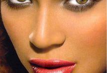 Με τα βλέμμα μιας star.. / Αποκτήστε το βλέμμα των διάσημων star όπως η Naomi Campbell, η Beyonce, η Jennifer Lopez κ.α. Ξυπνήστε κάθε πρωί με υπέροχες, μακριές, πυκνές βλεφαρίδες. Ανανεώστε το πρόσωπό σας με την πιο ασφαλή και πρωτοποριακή μέθοδο και κάντε νεανικό και sexy το βλέμμα σας. Πετάξτε τα ψαλιδάκια γυρίσματος βλεφαρίδων και πείτε … αντίο στη μάσκαρα. Ακούγεται σαν όνειρο και όμως είναι πραγματικότητα. Με τα extensions θα κάνετε την πιο επιτυχημένη αλλαγή στην εμφάνισή σας.