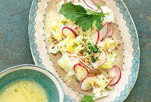 Sommer, Sonne, Salat! / Der Sommer ist die Salathochzeit schlechthin. Kein Wunder: Wer sehnt sich an heißen Tagen nicht nach erfrischendem, knackigen Gemüse? Hier sammeln wir für euch köstliche Salat-Rezepte für den Sommer, mit denen keine Langeweile in der Salatschüssel aufkommt.
