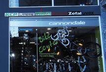 Ποδήλατα Καγιαλόγλου / Το κατάστημα ποδηλάτων Καγιαλόγλου, με έδρα την Έδεσσα, έχει μοντέλα που μπορείτε να βρείτε σε όποια κατηγορία θέλετε. Πολυετή εμπειρία και μεγάλη ποικιλία σε αξεσουάρ και ποδήλατα.