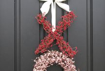 Wreaths and Other Holiday Decorations / by Rachel Navarro