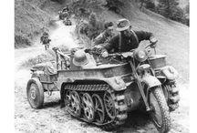 WW2 - SDKFZ 2 KETTENKRAD / Sd.Kfz.2(kleines Kettenkraftrad Sd.Kfz. 2,KettenkradlubNSU-Kettenkrad) – lekki pojazd wielozadaniowy (transport, holowanie dział, układanie kabli telefonicznych itp.) konstrukcjiniemieckiejz okresuII wojny światowej.