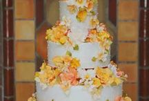 Wedding cakes I love! / Your wedding cake can be a beautiful piece of art...position it prominently, pin spot it...make the statement!