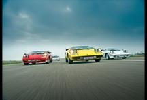 Lamborghini Countach, cortando el aire / El Lamborghini Countach en imágenes.
