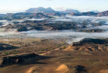 Namibië / Ontdek Namibië! Beleef Namibië op exclusieve wijze! Maak prachtige autorondreizen, verken de door de opkomende zon rood gekleurde zandduinen van de Sossusvlei tijdens een ballonvaart of ga met een privégids op zoek naar de zeldzame woestijnolifant.