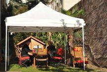 Tente pliantes et barnum / Les tentes et barnum sont idéales pour recevoir, passer du temps dans le jardin, et ce, tout en restant pratique puisque ce mobilier est entièrement pliable. Ce détail permet de déplacer l'installation, et de la stocker facilement.