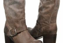 Shoes / by Lauren Posas