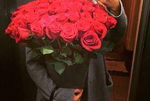 Aşkını ifade etmenin en güzel yolu  / Kucak dolusu kırmızı güller sizce hangi kadını mutlu etmez? Aşkınızı ifade edeceğiniz kırmızı gül arajmanları çok yakında www.escicek.com'da! #escicekcom #kırmızı #güller #yakında #arajman #tasarım #esçiçek #cuma #haftasonu