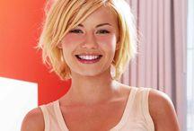 Elisha Cuthbert blonde bob.