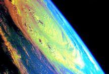 Rainbow arc-en-ciel / Magie et sagesse des arc-en-ciel. Célébrer l'unicité de toute chose et les multitudes de formes que cela prend dans les différentes cultures. Les formes différentes sont la richesse de la terre, de la vie. L'arc-en-ciel a l'immense propriété d'unifier toutes les couleurs, donc tous les rayons / by E M 888