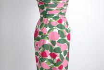 Dresses / by Melissa Siqueira