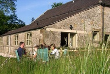 Sheldon Cottage / Sheldon Cottage accommodates up to four people. It is on one level with under-floor heating throughout and has been awarded M2 grading under the National Accessibility Scheme. The open plan living, dining and kitchen area - fully tiled - leads through to two twin/double bedrooms (both fully carpeted and with zip-and-link beds). There are 2 shower rooms, one of which is fully accessible for wheelchair users. Enjoy the beautiful view of Parkhouse, Chrome Hills and the Upper Dove valley...