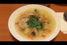 Chicken soup with mushrooms. Supă de pui cu ciuperci. Куриный суп с грибами. / Ingredients: chicken-500g, mushrooms-350g, 2 onions, 4 potatoes, 4 carrots, cabbage, 1 pepper, salt and peperocino, parsley. Ingrediente: carne de pui-500g, ciuperci-350g, 2 cepe, 4 cartofi, 4 morcovi, varză, 1 ardei, sare și piper, pătrunjel. Ингредиенты: мясо куриное-500г, грибы-350г, лук-2шт, морковь-4шт, картошка-4шт, капуста, перец, соль и пеперочино, чёрный перец, петрушка.