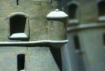Echauguettes / Bartizans / Idéale pour être à l'affût des ennemis, les échauguettes montent la garde sur les fortifications de nos plans-reliefs et sur nos cartes anciennes ! ---Ideal to be on your lookout for ennemies, bartizans stand guard on our relief map's fortifications and our ancients maps!