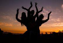 DANÇA / A dança é uma das três principais artes cênicas da Antiguidade, ao lado do teatro e da música.