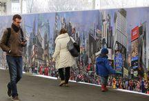 City Never Sleeps / Dans la continuité de ses emblématiques Hyperphotos, le plasticien Jean-François Rauzier crée aujourd'hui sa plus grande œuvre jamais réalisée : une balade de 1 km de long dans la mégalopole new-yorkaise.  Composée de plus de 80 000 clichés, City Never Sleeps est un projet monumental et immersif.  Retrouvez cette oeuvre à la Gare d'Austerlitz jusqu'au 15 juin 2015, dans une installation de plus de 70 m de long qui dévoile une partie de l'Hyperphoto.