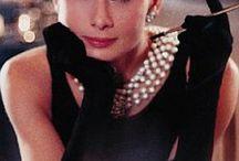 Girls in Pearls / Iconic women wearing pearl jewelry