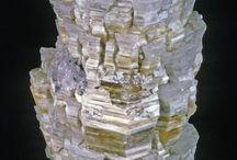 Carbonates (2) / Alumohydrocalcite, Artinite, Barytocalcite, Bismutite, Callaghanite, Chalconatronite, Grimselite, Hellyerite, Hydrocerussite, Hydromagnesite, Kettnerite, Lanthanite-(Nd), Leadhillite, Liebigite, Nesquehonite, Northupite, Pirssonite, Quentinite,  Rutherfordine, Schröckingerite, Shomiokite-(Y), Synchisite, Synchisite-(Ce), Synchisite-(Y), Weloganite, Witherite