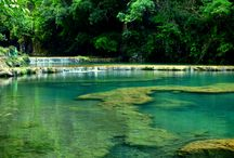 Beautiful Photography of Semuc Champey, Guatemala / Semuc Champey's attraction is the pools in the Cahabón River. It is a natural monument in Guatemala which consists of natural limestone bridge under which the Cahabon river passes. This is a very attractive place to make an awesome trip for travelers, although a little difficult to reach the destination. Sharing the beautiful photography of Semuc Champey, Guatemala as today's special.