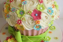 Giant cupcake cakes / by Vicki Arnold