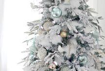 Рождественские елки с искусственным снегом