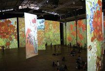 Expositions interactives / - IMAGINE VAN GOGH, Ambrefield Photo : L'une des premières expositions interactives qui permet au visiteur d'intégrer l'œuvre d'un artiste et d'observer la matière de plus près.  Une belle surprise, avec une scénographie gigantesque.   On se sent comme transporté à l'intérieur des tableaux !