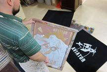 Ein Dreckstückchen entsteht... / Siebdruck ist Handarbeit, eine alte Kunst des Druckens.