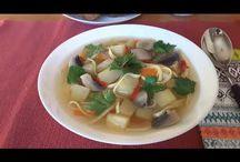 Vegetarian soup. Supă de legume. Овощной суп. / Ingredients: 6 potatoes, 2 carrots, 2 onions, 1 pepper, mushrooms-600g, noodles-100g, parsley, salt and pepper. Ingrediente: 6 cartofi, 2 morcovi, 2 cepe, 1 ardei gras, ciuperci-600g, tăieței-100g, pătrunjel, sare și piper. Ингредиенты: картошка-6шт, лук-2шт, морковь-2шт, грибы-600г, один перец, лапша-100г, соль, перец чёрный, петрушка.