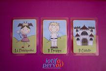 Carteinventastorie / Si tratta di un mazzo di carte illustrate (ad esempio con un castello, una principessa, una principe) che permettono d'inventare infinite combinazioni di personaggi, ambienti e situazioni.