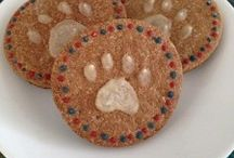 Recipes: Dog Treats / by Amelia Kleymann