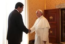 """Encuentro entre Nicolás Maduro y el Papa Francisco / El Papa Francisco y el presidente venezolano, Nicolás Maduro, sostuvieron un encuentro este lunes en la Sala de la Biblioteca del palacio apostólico del Vaticano. A su llegada el mandatario manifestó estar """"muy impresionado"""" y """"feliz"""""""