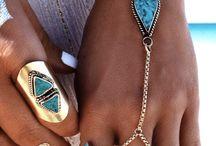 pulseras y anillos