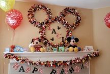 Kiddie birthday parties / by Stacey Tardif