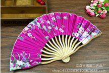 Pomysł na produkt reklamowy / Mamy do wyboru tradycyjne wachlarze papierowe lub wachlarze paletki.