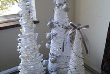 Artesanato Natal Bete Brito / Eu que fiz , reciclei as bolas vermelhas e amarelas , transformei em brancas e pratas .
