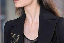 Ear Make up / El maquillaje de orejas es una tendencia ahora en pasarela que posiblemente se adapte al público en fiestas y eventos nocturnos